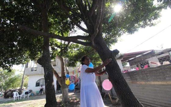 ¡¡Insólito!! Se casa mujer con un árbol en Pueblo Viejo | Redes Sociales