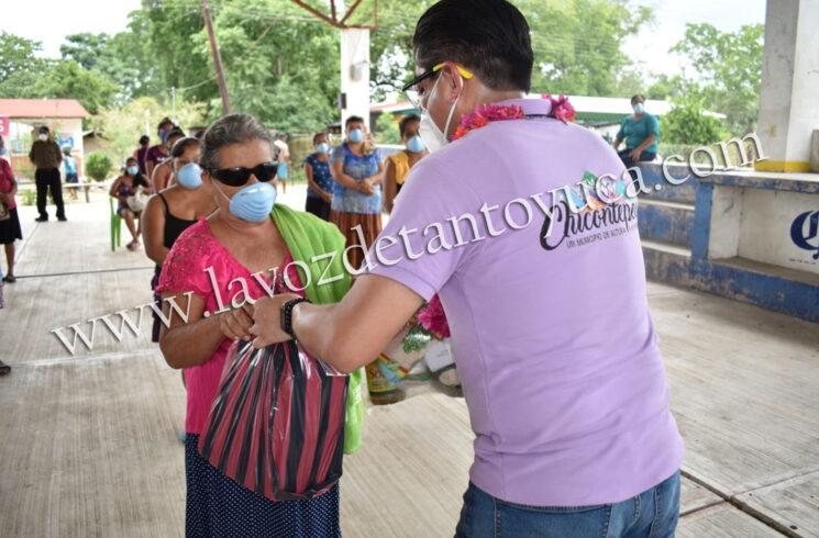 Continua Pedro Adrián Martínez Estrada con entrega de despensas a familias vulnerables | LVDT