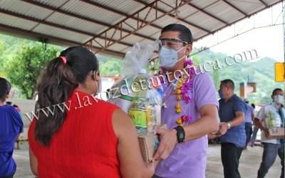 Alcalde continúa acercado apoyos alimenticios a familias chicontepecanas | LVDT
