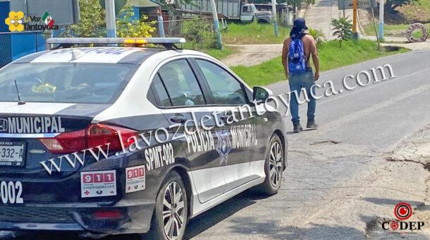 Detienen a hombre por caminar a media carretera, en Tantoyuca   LVDT