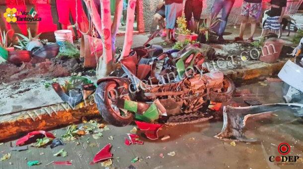 Conductor destroza motocicletas tras confundir el freno con el acelerador, en Pánuco | LVDT