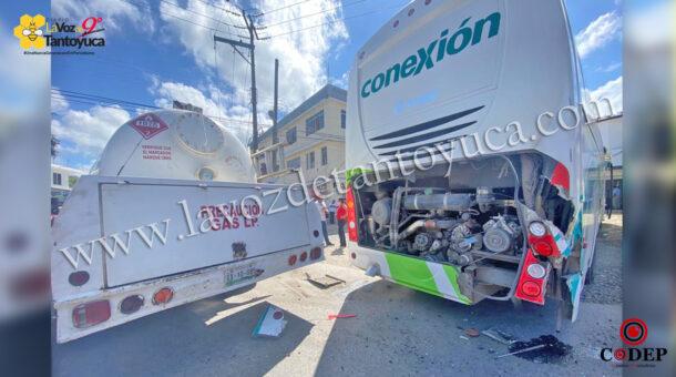 Autobús Conexión provoca percance vial   LVDT