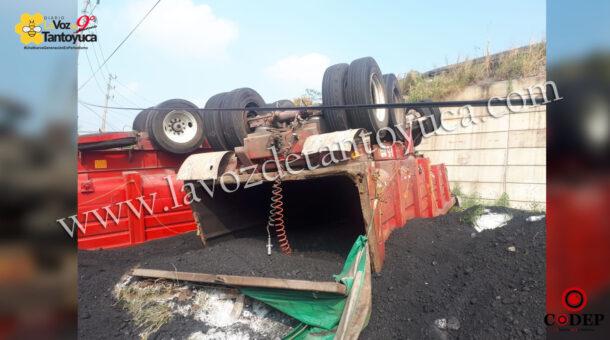 Tráiler cae de puente en la curva de la muerte en Pánuco | LVDT