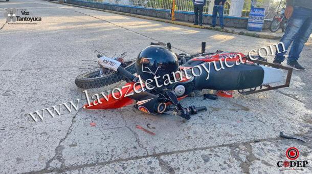 Conductor impacta a motociclista y se da a la fuga | LVDT