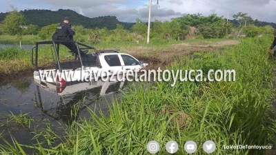 Policías estatales terminan en el fango