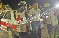 Empleado de Banco Azteca derrapa y se impacta contra taxi, resultó lesionado