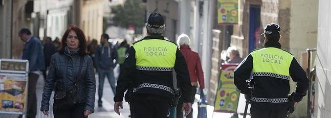 La Policía intensifica los controles ante el aumento de la venta ambulante ilegal