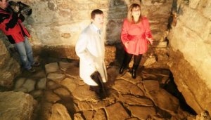 Localizan restos de un pavimento romano en un castillo de Tarifa