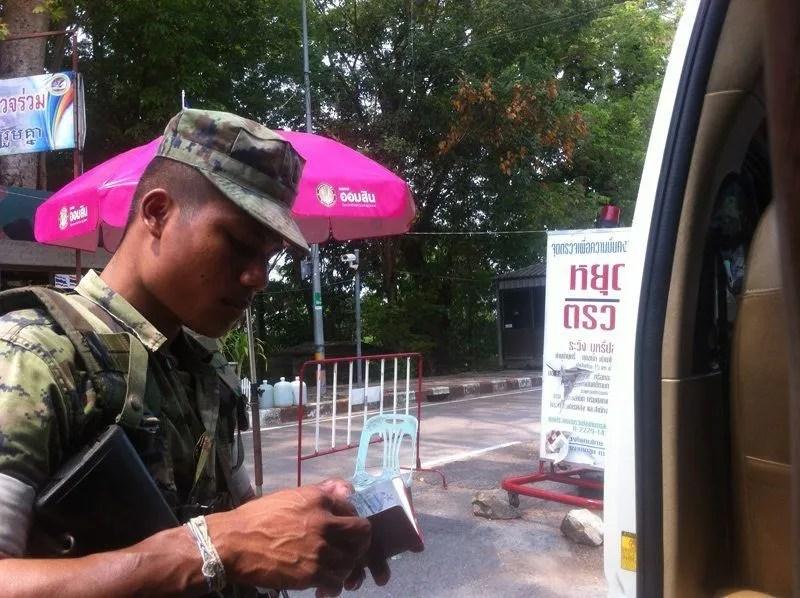 Resultado de imagen de fronteras de tailandia carreteras policia