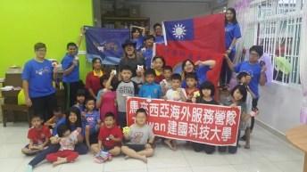 Con los voluntarios taiwaneses