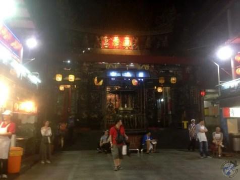 Un templo en el mercado nocturno