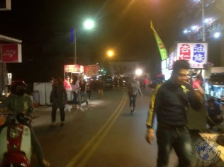 Las calles del mercado nocturno de Hengchun semivacías