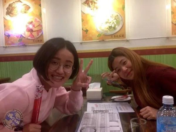 Rocío y Leticia en el restaurante