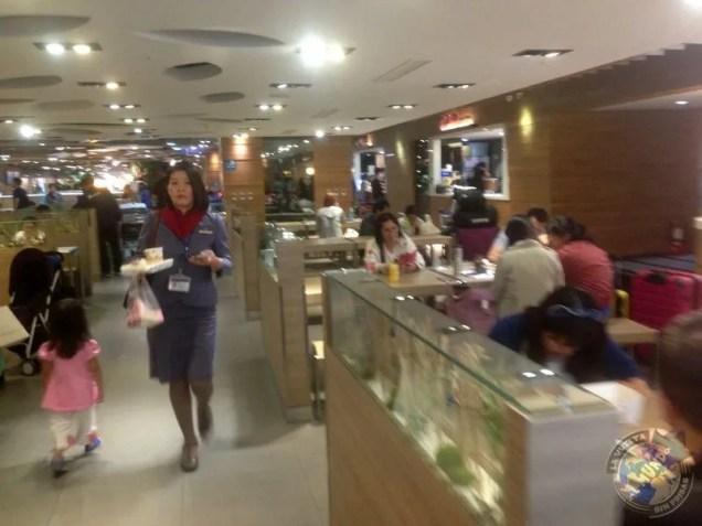 Zona de restaurantes en el aeropuerto de Taipei