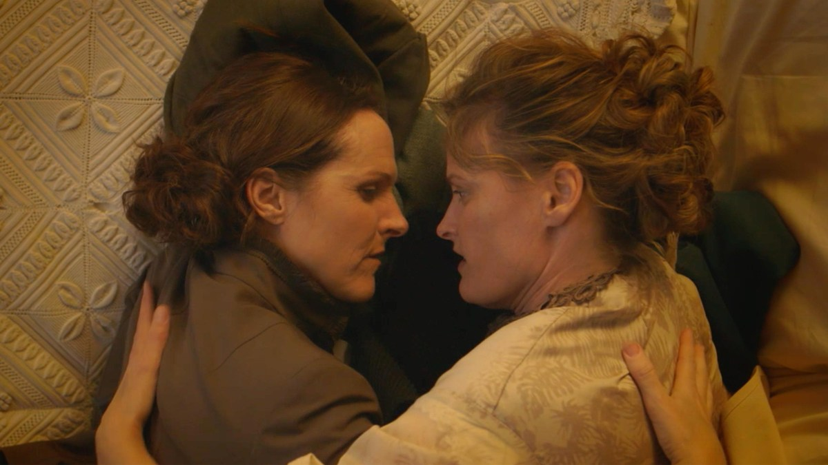 Wild Nights With Emily takes a fresh look at poet Emily Dickinson (Molly Shannon, left).; Credit: Greenwich Entertainment