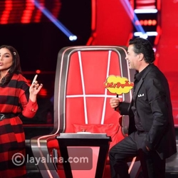 Ragheb Alama embraces Ahlam and sets the stage in his strange flirtation with her in front of the audience