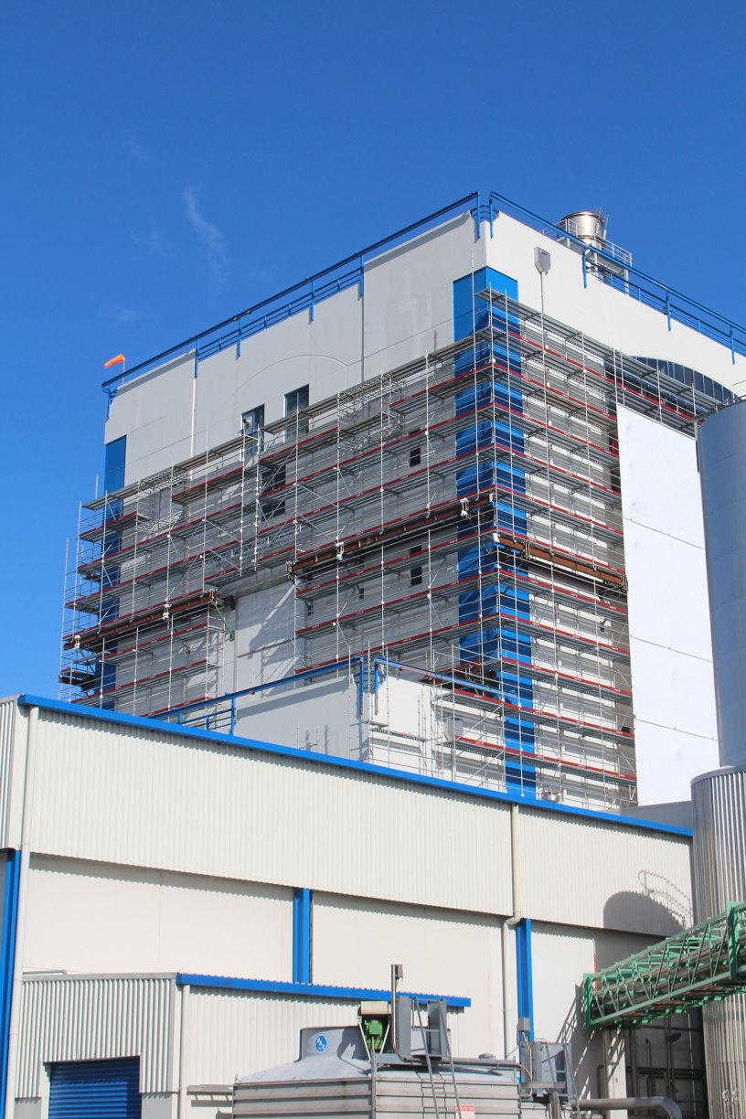 Fitzroy Engineering used two GEDA 500 ZZP hoists and Layher Allround Scaffolding on this Fonterra project