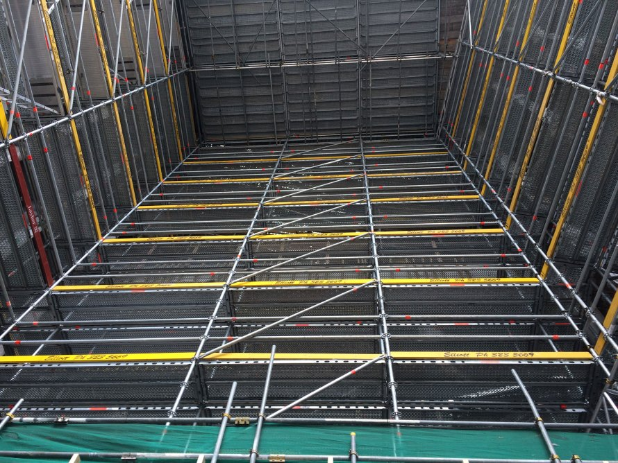 Using Layher Allround Scaffolding, Elliott Scaffolding successfully overcame some very difficult restrictions on this project