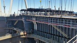 Andamios en construcción de petrolero Suezmax