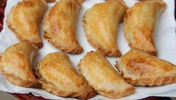 Resultado de imagen para Empanadas de pollo con cobertura de huevo, azúcar y canela