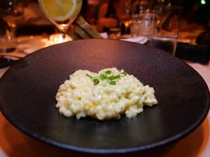 Risotto de arroz de cebada perlada con queso cheddar del Chef Michael Smith