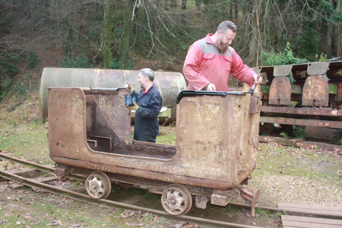 Manrider tub wagon being painted
