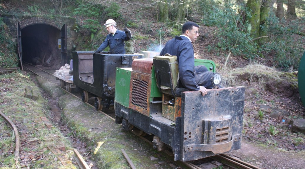 Simplex shunting a wagon