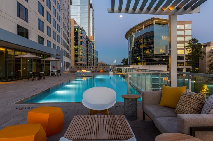 The Westin at The Woodlands - SideBar terrace