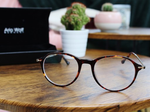 Simple Steps to Make Sure Your Glasses Suit Your Face