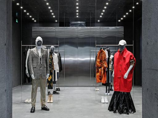 Why Fashion Design Icons are Now Embracing the Digital Age