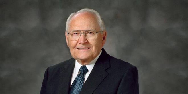 Elder L. Tom Perry's Cancer Worsens, Has Spread to His Lungs