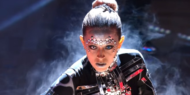 Lindsey Stirling Gets Perfect Score for Robotic Argentine Tango