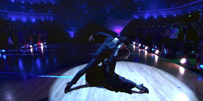 Lindsey Stirling Makes It To Finals of Dancing With the Stars