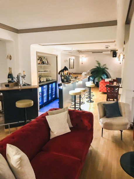 le-beausite-by-franck-chouette-bar_le_balcon_barmaid