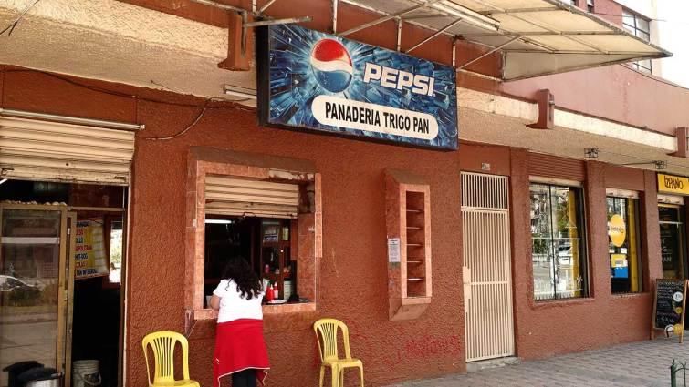 Panadería en la que venden empanadas chilenas en Cuenca.