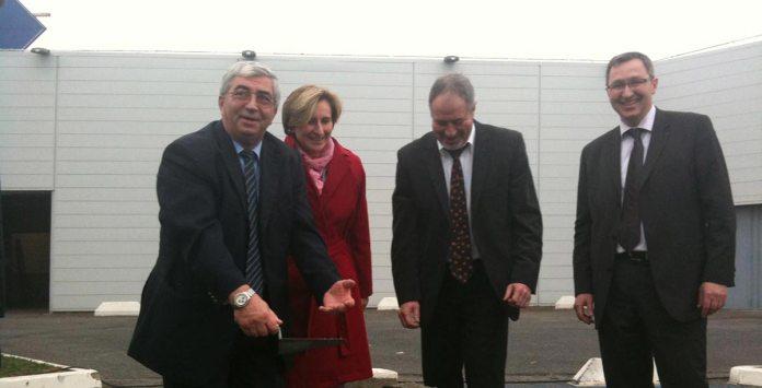 José Puig, maire de Claira et conseiller général de la Salanque, aux côtés de Mme Hermeline Malherbe, présidente du Conseil Général'66, lors de la pose de la première pierre concernant l'extention du Parc d'activités commerciales « Carrefour-Claire », en 2011