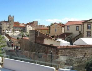 Vus de la terrasse, les toits de Perpignan, le couvent des Minimes – Photo © le-journal-catalan.com
