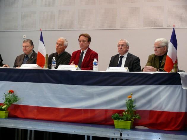Sur la photos, à droite du Président, les élus