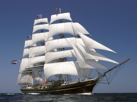 le clipper Stad Amsterdam sera dans le port du 2 au 7 juin