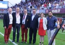 Romain Grau aux côtés des joueurs de l'USAP et du President Riviere