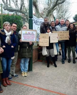 Les délégués de parents d'élèves des écoles maternelle et élémentaire de Laroque des Albères bloquent les classes