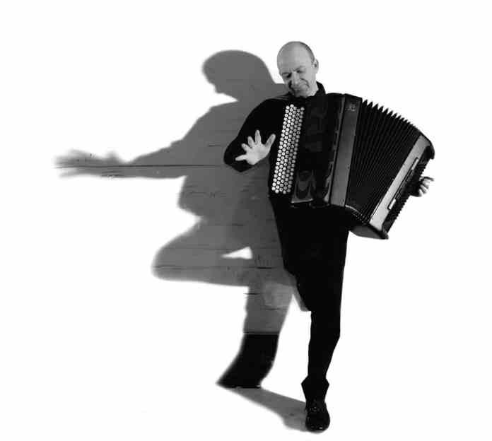 orchestre-et-accordeon-font-la-fiesta