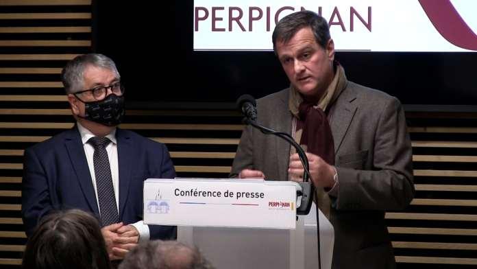 Louis ALIOT, Maire de Perpignan, ouvre la ville aux artistes et lance l'opération « L'Art prend l'air ».