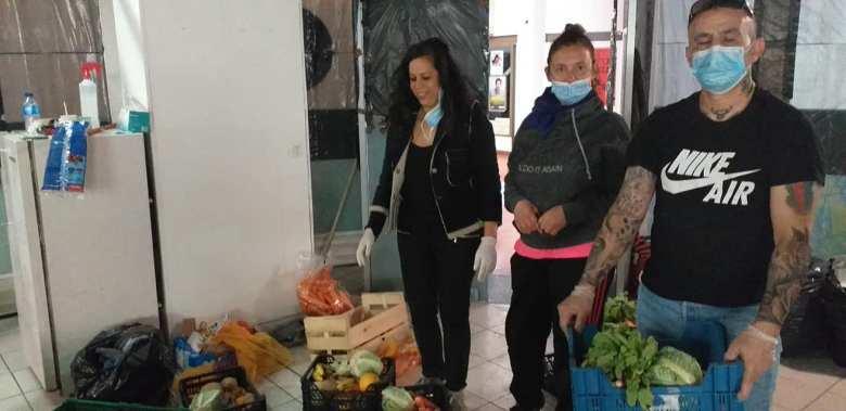 115DP-et partenaires-DIstribution urgence alimentaire camp Rom Vitry_2020 05 03-3
