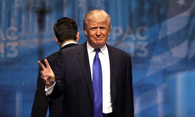 Donald Trump endort Joshua Trump, 11 ans