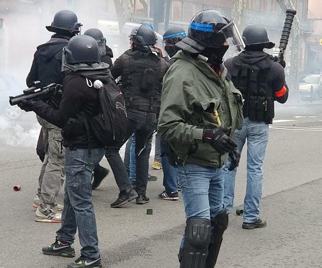 Gilets jaunes : un manifestant blessé témoigne