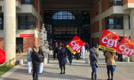 Un rassemblement pour soutenir la grève du personnel du service néonatalogie de Toulouse