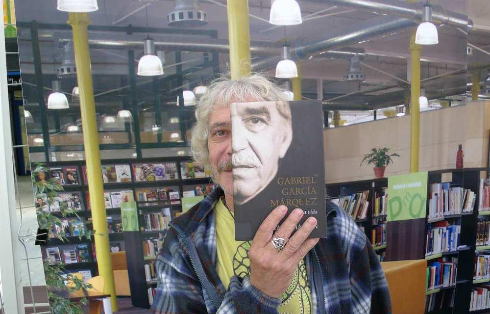 Bookface : visage sous couverture