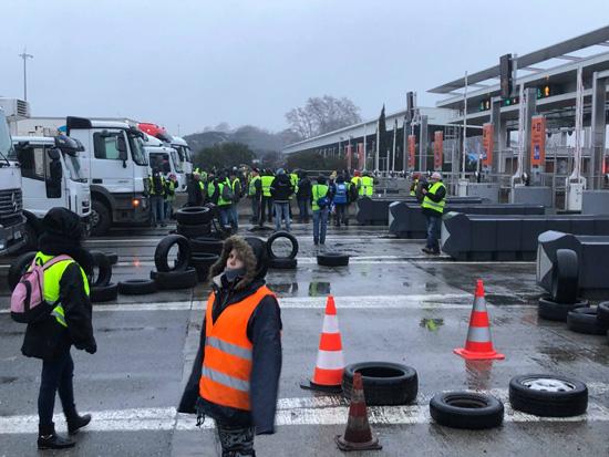 10 morts dans un incendie à Paris, manifestations en France… Ce qu'il faut retenir à la mi-journée
