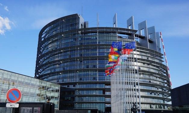 Gilets jaunes : le parlement européen condamne l'usage des LBD